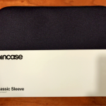 INCASE Classic SleeveはMacbook系を運ぶためのシンプルなケースとしてオススメ