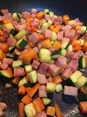ベーコンと人参とズッキーニの炒め物のレシピとコツを紹介  夏野菜を美味しく子供と食べよう