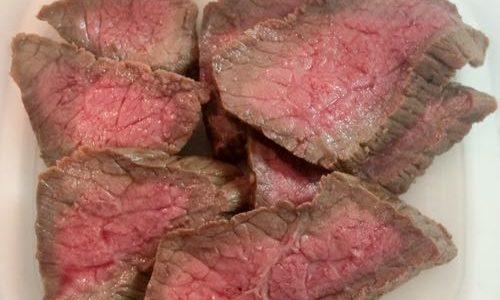 簡単!ローストビーフをフライパンで作るレシピを紹介