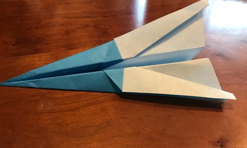 子供達に紙飛行機を折ってみた